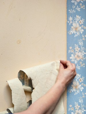 Wallpaper removal in Lantana, FL by Watson's Painting & Waterproofing Company.