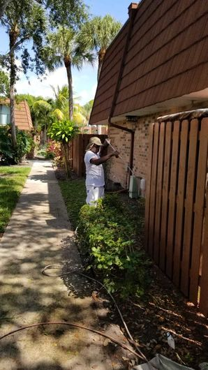 Fence Repainting in Lake Worth, FL (1)