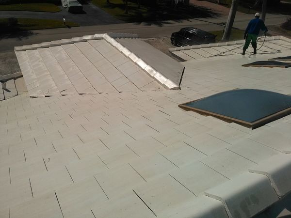 Pressure Washing Roof in Boca Raton, FL (1)