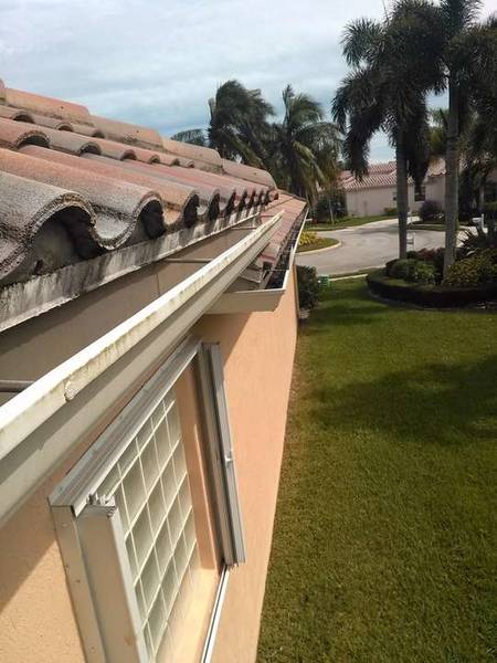 Gutter Cleaning in Lake Worth, FL (1)
