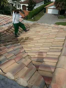 Pressure cleaning of roof in Weston, Florida